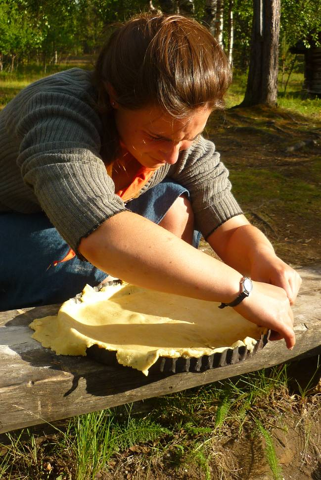 À l'aide d'une vielle tôle et d'une cisaille, Lionceau a réalisé un moule à tarte